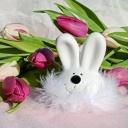 Barvení vajec patří k Velikonocům, ale byt se dá velikonočně vyzdobit i jinak