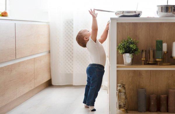 děti, bezpečí dětí v domácnosti, zábrany v bytě