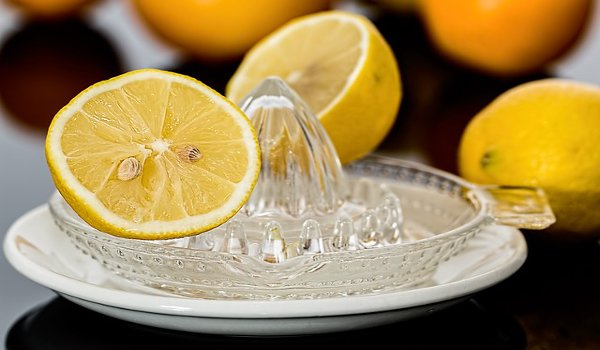 citronová voda, zdraví, léčivé prostředky, přírodní medicína