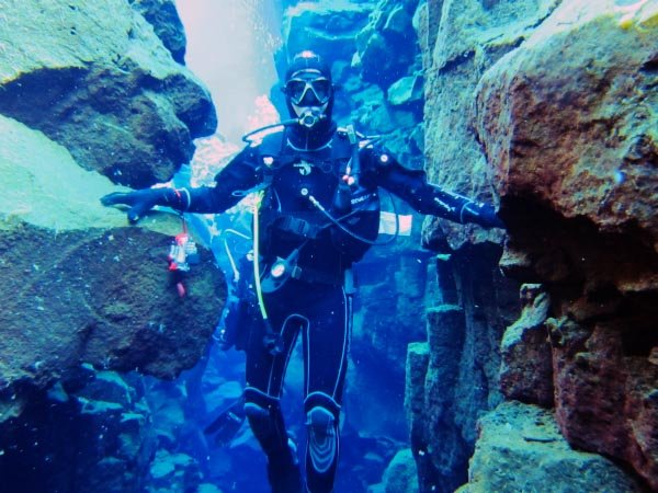 Plavání mezi dvěma tektonickými deskami