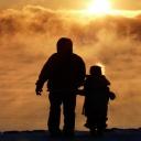 Děti starších otců nemají nižší IQ, ale větší riziko vývojových vad není vyloučeno