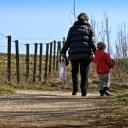 Ideální rodič není ten, který obětavě ometá dítěti cestu, ale ten, který ho učí samostatnosti!