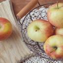 Jablka snižují cholesterol, vysoký tlak, ale i bolest hlavy a nadváhu