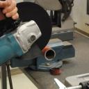 Jak používat úhlovou brusku na řezání kovu