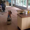 Jak používat válcovou podlahovou brusku