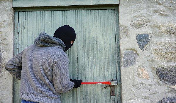 bezpečnost domova, alarm, bezpečnostní dveře, okna, pojistka