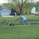 Jak sekat trávu tlačenou sekačkou