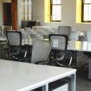 Jak správně sedět a pracovat, aby nás nebolela záda?