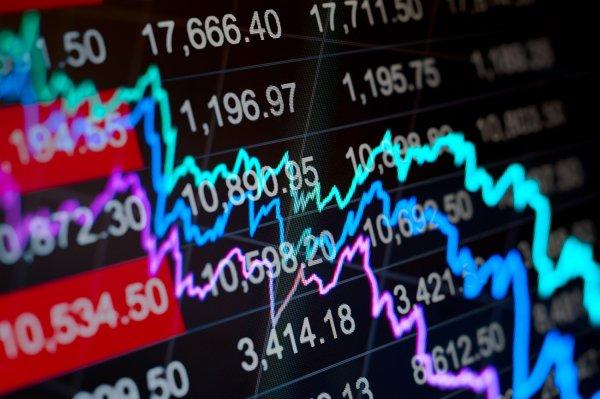 investice, akcie, výnosy, peníze
