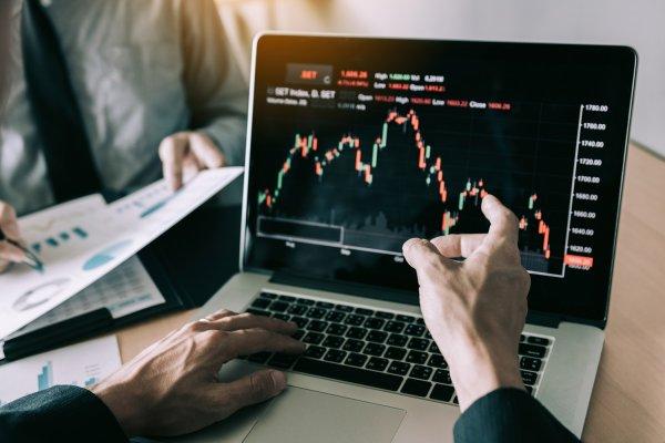 akcie, investice, peníze, výnosy