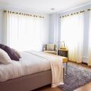 Jak zútulnit ložnici? Pomohou dekorační polštářky!