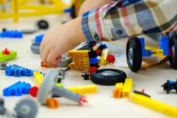 hry, děti, hraní, lego Technic, stavebnice, větší děti