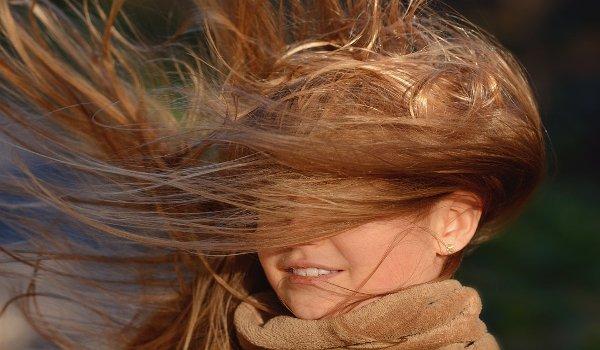 lupy, vlasy s lupy, odstranění lupů ve vlasech,  šampony, vlasová kosmetika