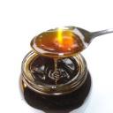 Med hojí akné, uklidňuje pokožku po holení a působí proti vráskám