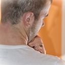 Nosíte své miminko často v náručí? Nejenže ho vychováte správně, ale také správně poroste!