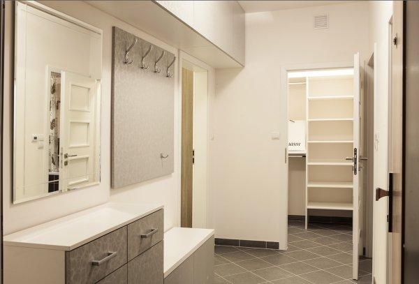 šatna, ložnice, bydlení, oblečení, úložné prostory