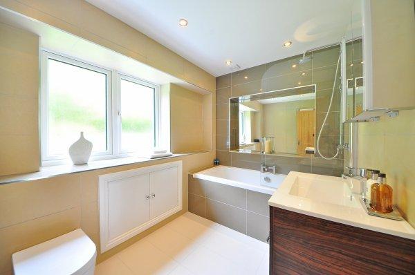 koupelny, úrazy, světlo, zařizování koupelny, podlahy, design