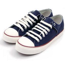 Nesprávná obuv totiž může vašemu dítěti způsobit nemalé problémy od  bolavých chodidel až po bolesti páteře. Vybírejte proto boty či přezuvky  pečlivě d0371bdb95