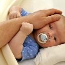 Pláč malému dítěti škodí, nechávejte miminka dlouho plakat!