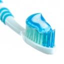 Proč si nečistit zuby agresivní zubní pastou a plastovým kartáčkem?