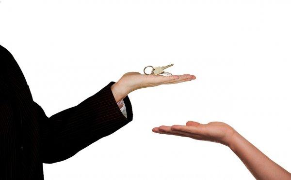 prodej bytu, realitní makléř, peníze, úvěr, katastr nemovitostí