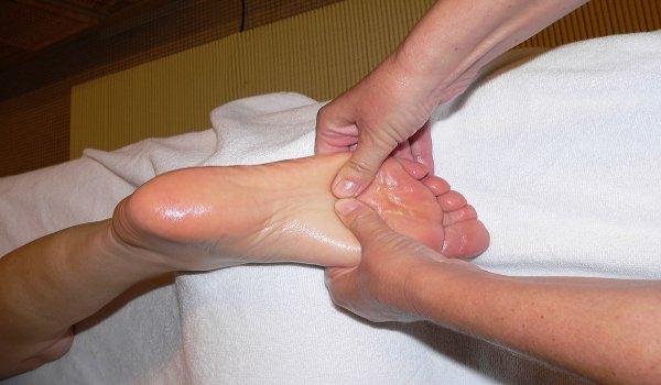 reflexní masáž chodidel, automasáž, bolesti páteře