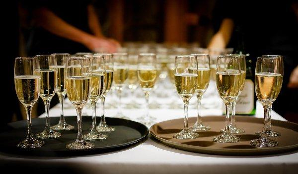 Silvestr, oslavy, párty, ozdoba stolu, stolování, jídlo, studená kuchyně, pohoštění