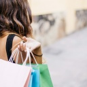 Slevové akce a nákupy na internetu dokáží snížit rodinný rozpočet