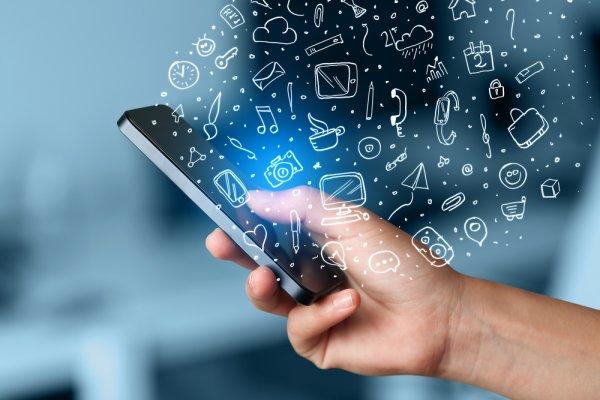 Linkedln, Facebook, internet, pc, mobilní telefon, sociální sítě