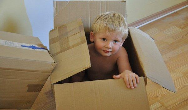stěhování, bydlení, děti, rodina, hračky