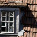 Střecha z plastové krytiny, slámy, břidlice nebo dřeva?