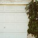 Typy garážových vrat, povrchová úprava a bezpečnost
