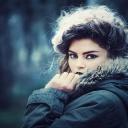 Vlasy se budou lesknout, když použijete odvar z kopřivy nebo heřmánku