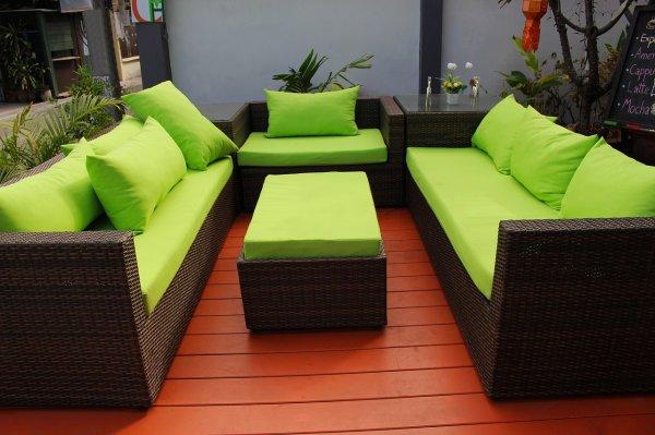 umělý ratan, zahradní nábytek, kovový nábytek, dřevěný venkovní nábytek, zahrada, venkovní posezení