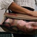 Ženy, k mobilnímu telefonu přibalte do kabelky i krém na ruce