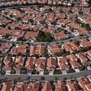 Život v satelitních městečkách není pro všechny a vůbec není ideální!