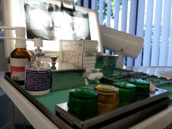 zuby, zubní implantát, zdraví, stomatologie, péče o zuby